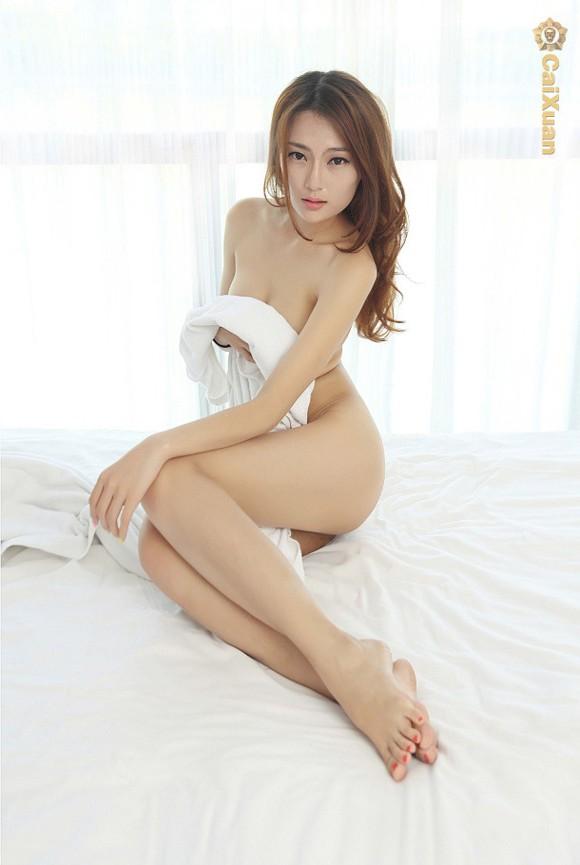 Xem hình người mẫu trung quốc khỏa thân với khăn tắm khiêu gợi